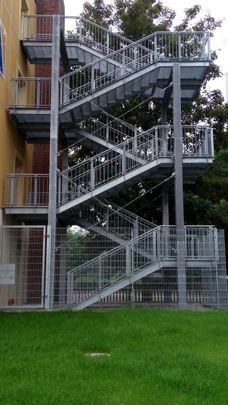Fluchttreppenturm02